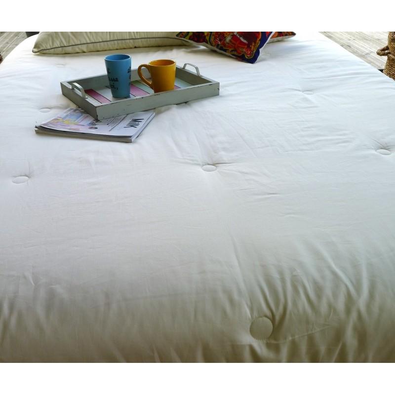 couette naturelle en soie l g re waiting for alice. Black Bedroom Furniture Sets. Home Design Ideas