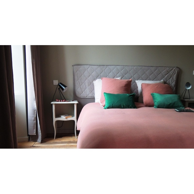 coussin en velours vert avec int rieur. Black Bedroom Furniture Sets. Home Design Ideas